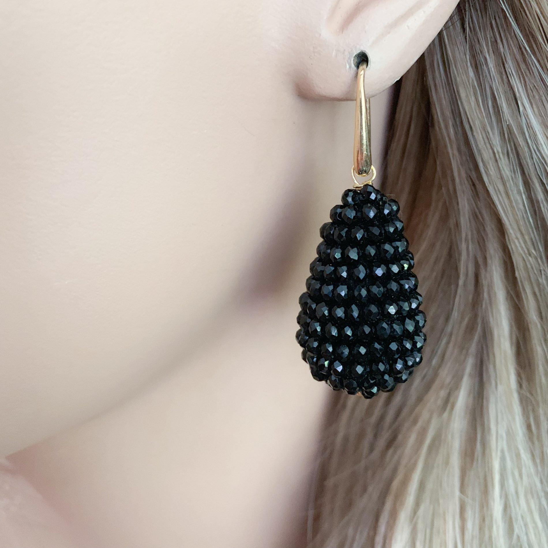 Zwarte kristallen oorbellen
