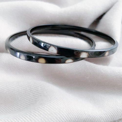 Set van twee hoorn armbanden