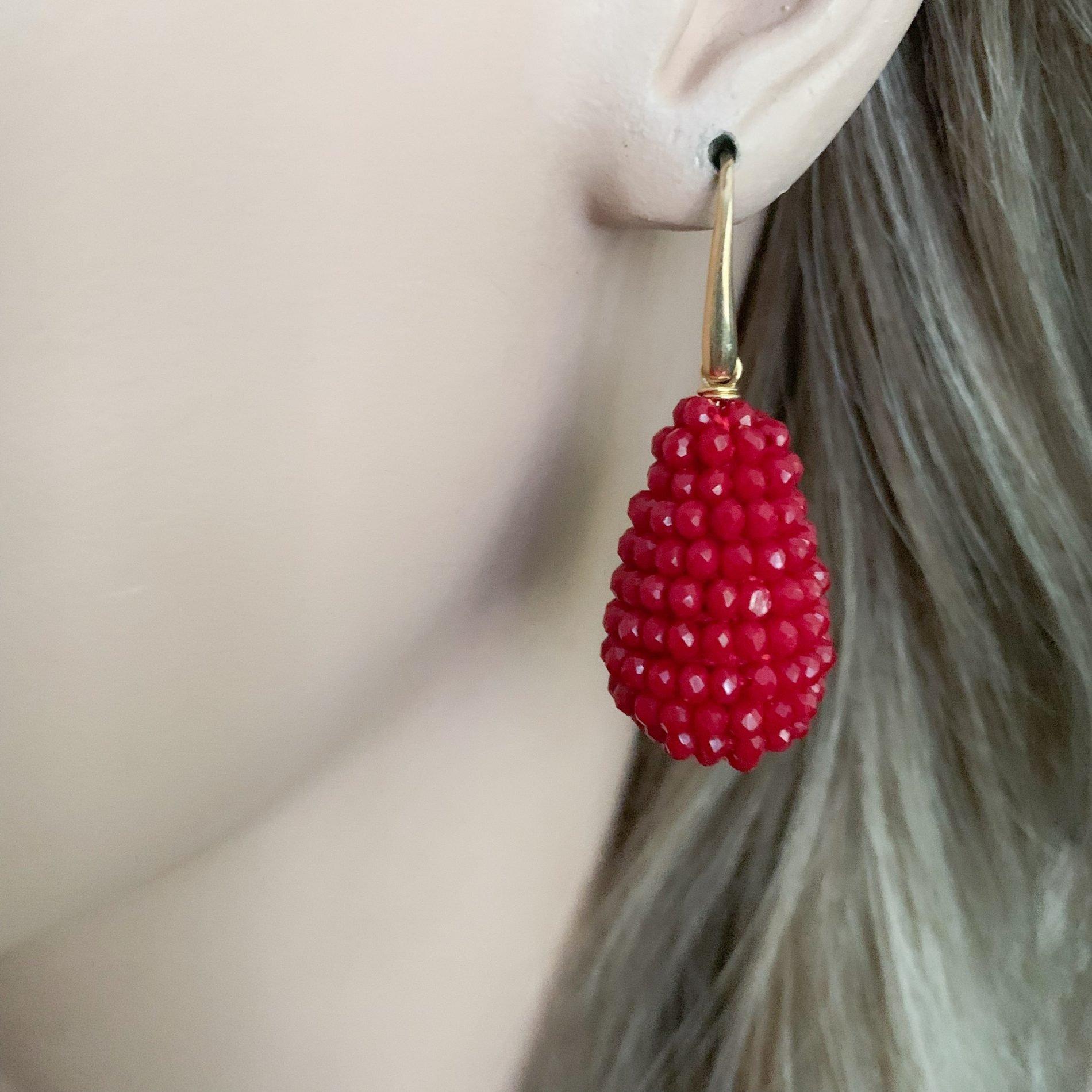 Rode kristallen oorbellen