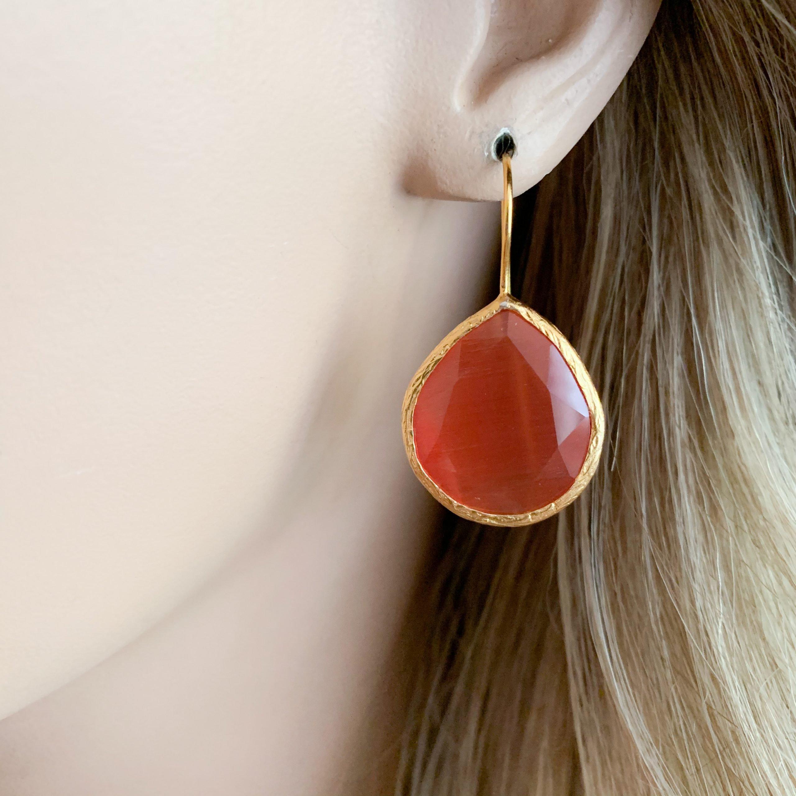 Rood/oranje cat's eye oorbellen