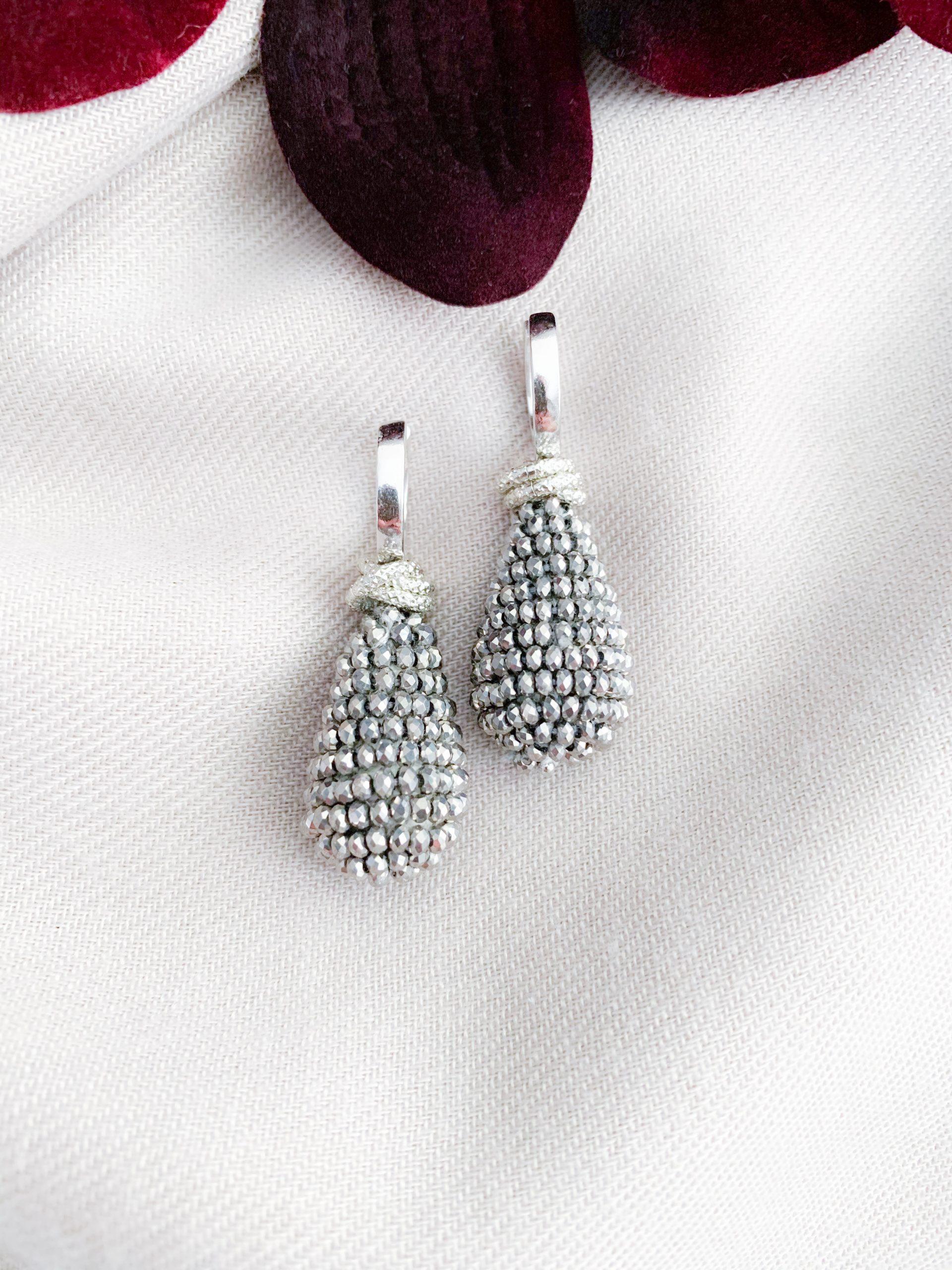 Grijze kristallen en sterling zilver creolen