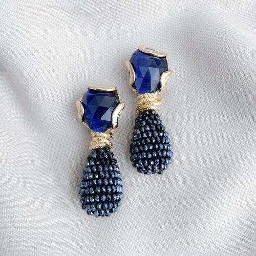 Donkerblauwe kristallen en donkeblauwe cat's eye oorbellen