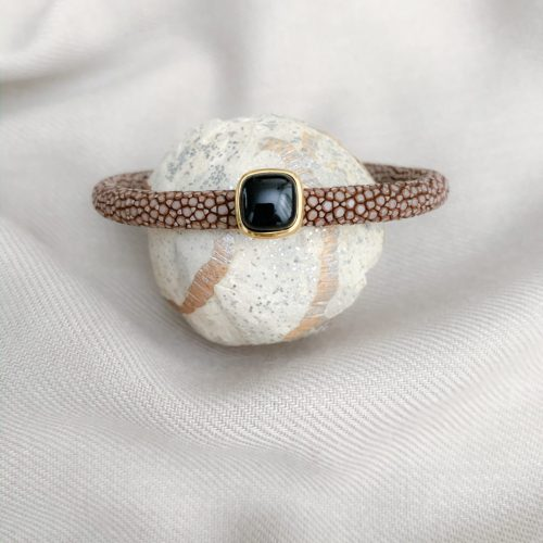 Bruin stingray en zwarte onyx armband