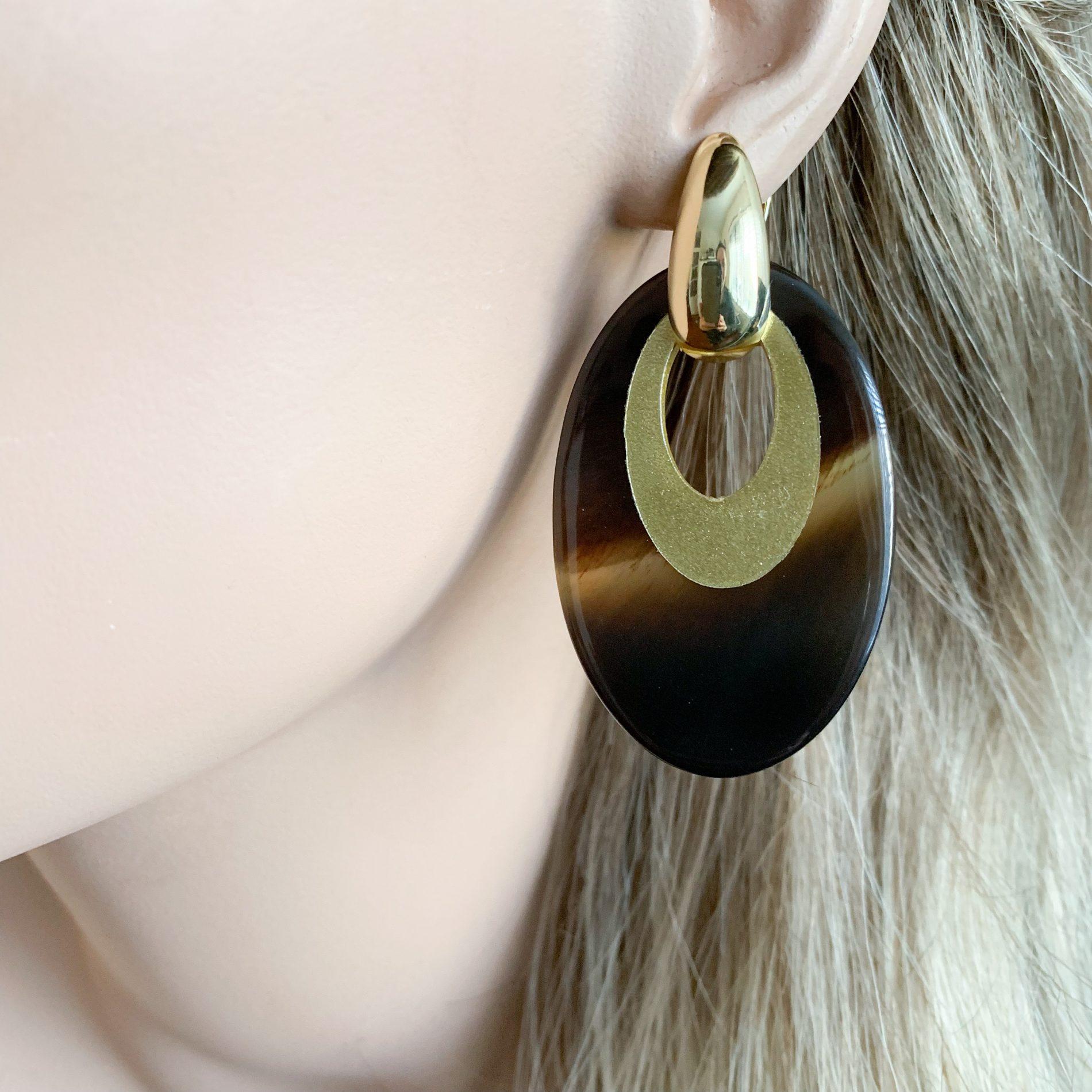 Bruin/gold hoorn oorbellen