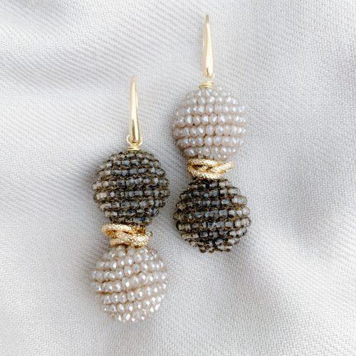 Taupe en bruin kristallen oorbellen