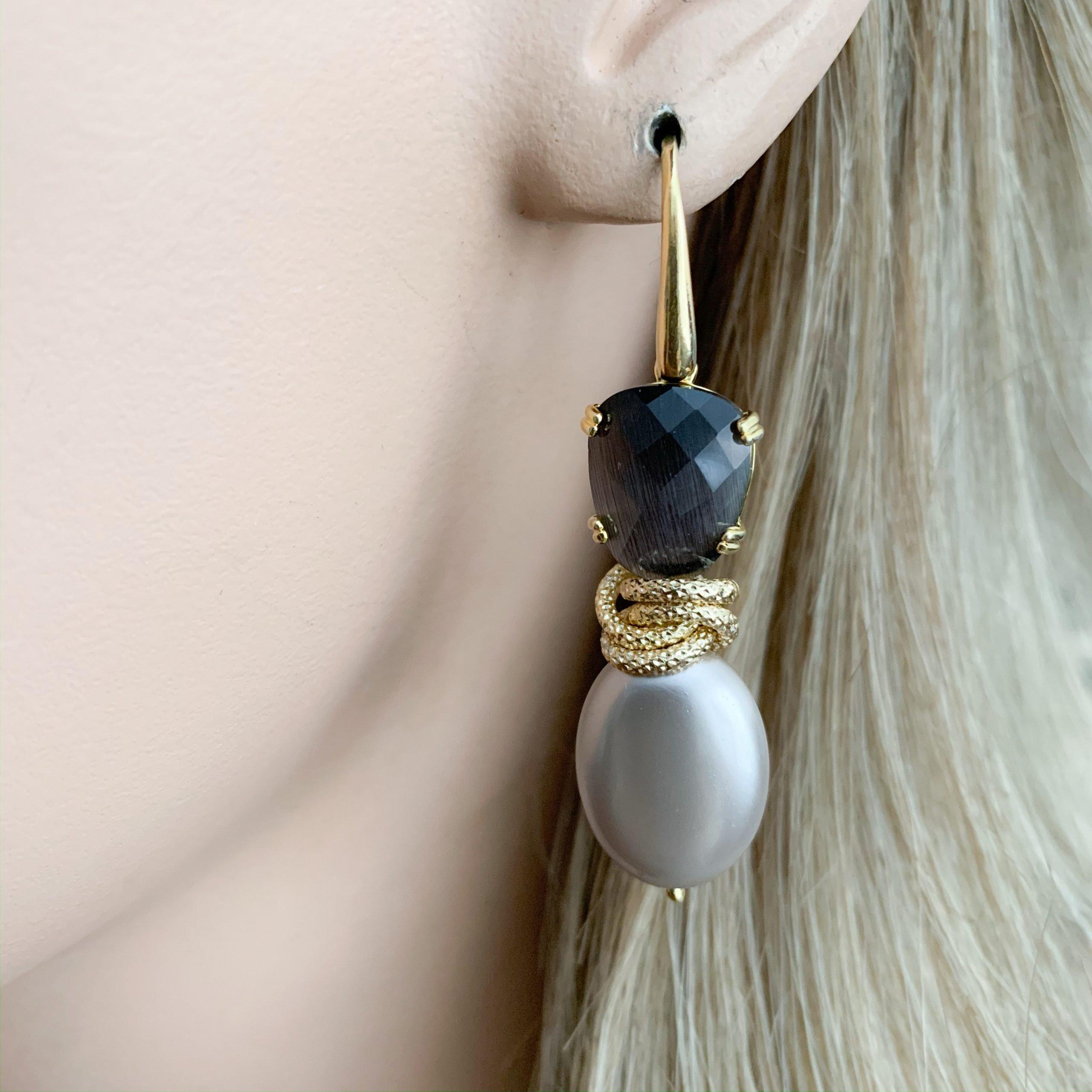 Grijs/taupe shell parels en grijze cat's eye oorbellen