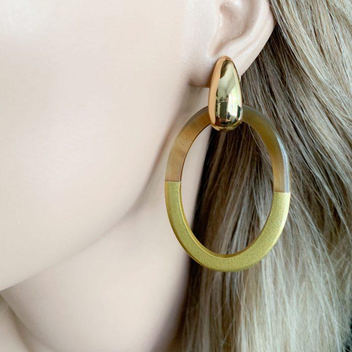 Gold/bruin hoorn oorbellen
