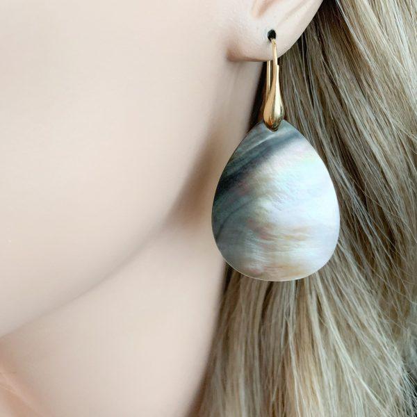 Shell parelmoer oorbellen