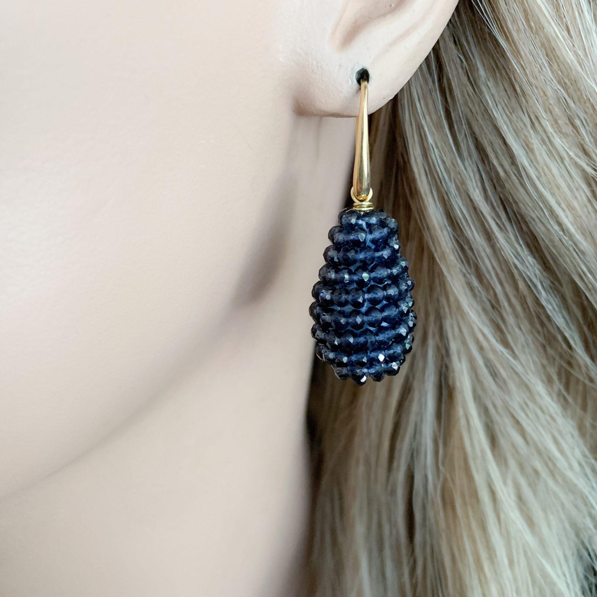 Donkerblauwe kristallen oorbellen